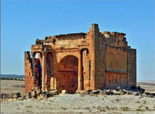 El arco del triunfo en Haidra
